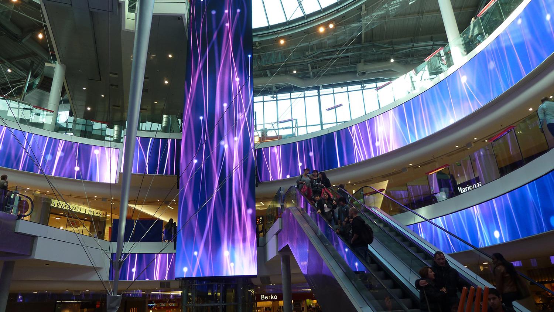 VIDELIO x Barco Technologie d'affichage LED Barco dans un centre commercial