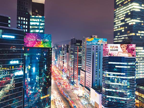 VIDELIO x Samsung la exemple d'écrans LED XPR dans les rues sur des immeubles