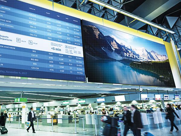 VIDELIO x Samsung exemple d'affichage Led en intérieur dans un aéroport